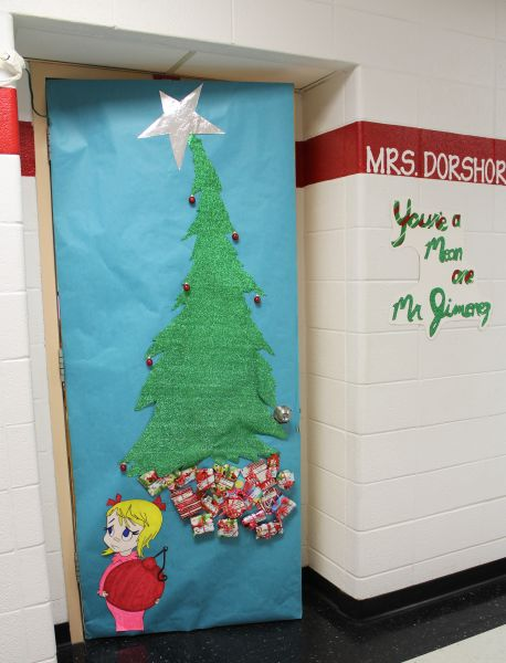 Decatur Community Schools Grinch Wins Door Decorating